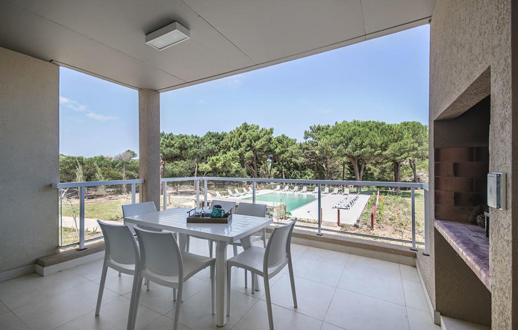 Balcon con parrilla tres ambientes